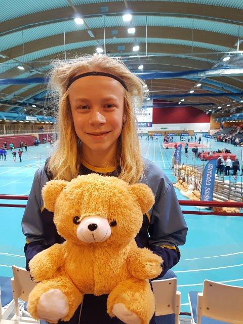 Vilja Kjølstad Wikjord vant bamse med tredjeplass og ny pers på 60 m hekk