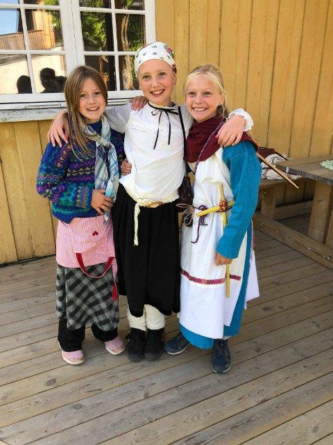 Josefine Pedersen Brænden, Svale Dobrodenka Steinsland og Jorunn Granli har kledd seg ut for anledningen.