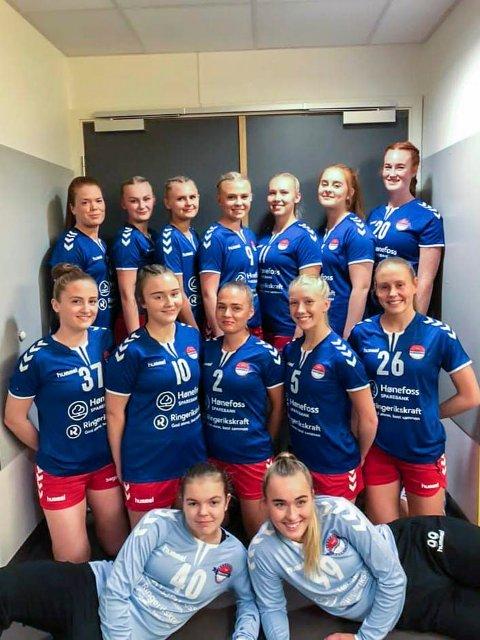 UNGT LAG: HSKs unge lag fikk en god sesongstart med seier over Vikersund.