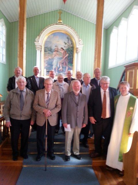 Foran: Helge Briskodden (70år) Bjarne Hømanberg (75 år) Steinar Sørli (50år) Pål Asle Djupvik. Bak: Anders Iversen (50 år) Odd Kåre Westli (50 år) Knut Terje Johansen (50 år) Ragnhild Sørli (70 år) Kristian Karlsen ( 70 år) Knut Røsseng (60 år) Bjørn Granum (60 år) Einar Holte ( 60år)