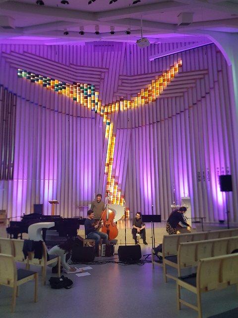 Praktfull stemning i det unike kirkerommet