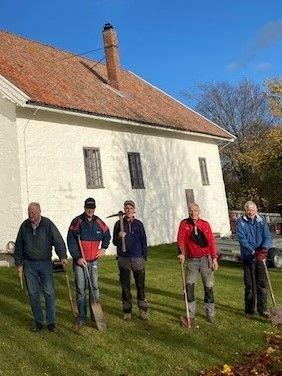 Traust kabelgrøftegravergjeng. Fra v: Svein Konrad Blesvik Eriksen, Bjørn Johnsen, Jo Henriksen, Torleif Haavi og Morten Huseby
