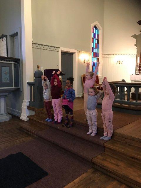 SANGGLEDE: Jevnaker barnekor starter opp øvinger i Randsfjord kirke igjen.