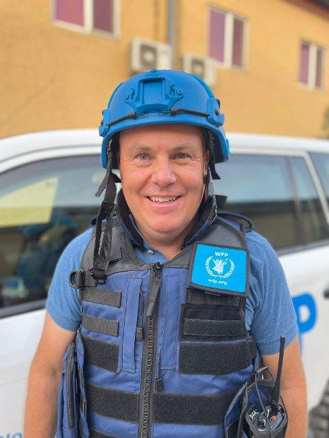 FØLER SEG TRYGG: Kim Rønning fra Jevnaker jobber som HR-sjef i FNs matvareprogram i Kabul. Der tas sikkerheten på største alvor.
