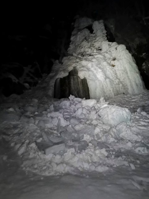 Politiet opplyser at raset er cirka 30 meter bredt og 40 til 50 meter langt (foto : Langfjella Alpine Redningsgruppe)