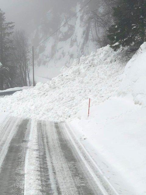 USTABILT: Raset over Gausetvegen ved Trengsle viser at snøforholdene er svært ustabile om dagen.