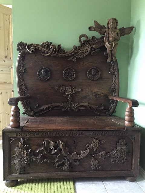 Denne stolen er til salgs for 80.000 kroner.