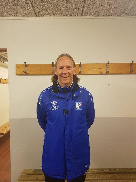 VIKARTRENER: Torgeir Bjarmann debuterte på trenerbenken i 4.divisjon i Rælingens hjemmeseier mot Blaker. Den tidligere sportsdirektøren i LSK, synes kampen ga mersmak og sier ikke nei-takk til flere innhopp som vikartrener.