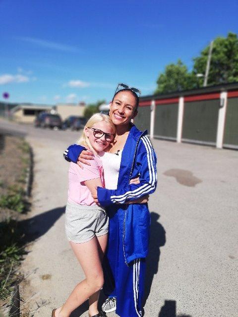 IDOL: Pia fikk møte sitt største idol - danseren Mona Berntsen. Foto: TINE