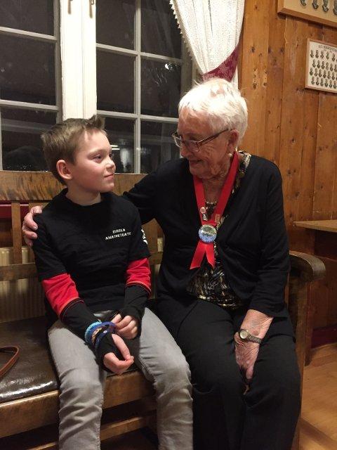 Trym Asbjørnsen og Ingebjørg Wagner var kveldens yngste og eldste deltaker med sine 9 år og snart 90 år