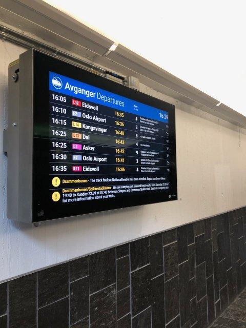 FORSINKET: Alle togene gjennom Lillestrøm er ved 16.30-tiden forsinket, viser infotavlene på Lillestrøm stasjon.