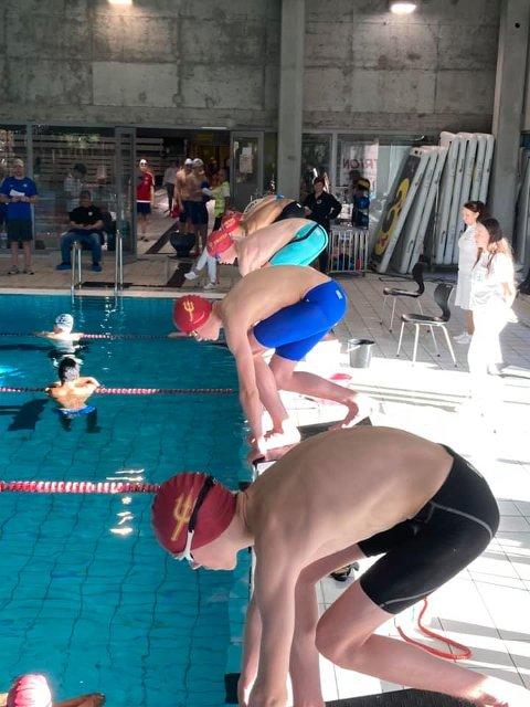 Måtte flytte: Svømmerne i Triton måtte til Hamar for sitt månedlige stevne i helgen. Og det er langt fra kun koronasituasjonen som får Lillestrøm-klubben til å fortvile.  De etterlyser bedre anlegg.