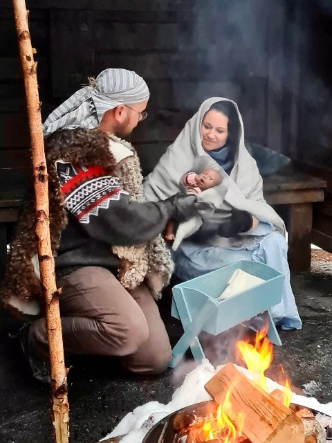 Maria (Ingunn B. Bogetvedt) og Josef (Michel Zelissen) med Jesusbarnet