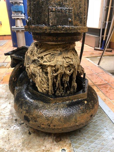 KAN FÅ KONSEKVENSER: Filler i avløpsnettet kan gjøre dette med pumpene som sørger for at det som kommer fra toalettene våre haver der det skal.