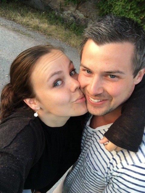 Samboerparet Siri Elise Smedvold (32) og Remi Hagen (33) fra Fjellhamar har gledet seg lenge til 06.06.2020. Da skulle de nemlig gifte seg. På grunn av situasjonen med koronaepidemien har de valgt å utsette bryllupet sitt ett år.