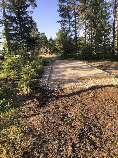 ÅPNER: Katrineåsen vel har investeri en egne petanque-bane, og har offisiell åpnig med grillfest lørdag.