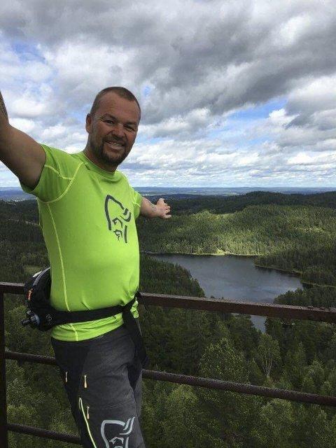 Leder i Hurum Turistforening, Ronny Bratten, er bekymret for hvordan det skal gå med løypekjøringen kommende vinter hvis foreningen må selge løypemaskinen for å betale momskrav.