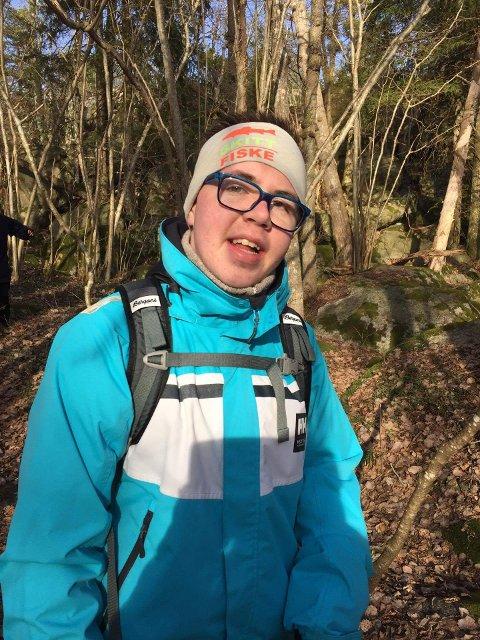 TILRETTELAGT: Kristoffer Orerød (15) har et fysisk handikap som gjør at han sliter med balansen. Nettopp derfor er det positivt at turene passer for alle.