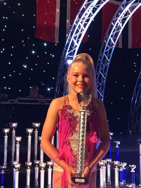 Hannah Sophie Farmen Leskovsky fikk flotte plasseringer i NM, 2. plass i både freestyle og slowdance.