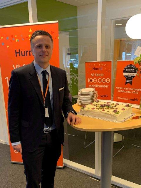 TOK PRIS:Service og salgsleder Geir Andreas Bredal og hans serviceteam på Kullerød var best på service i Norge.