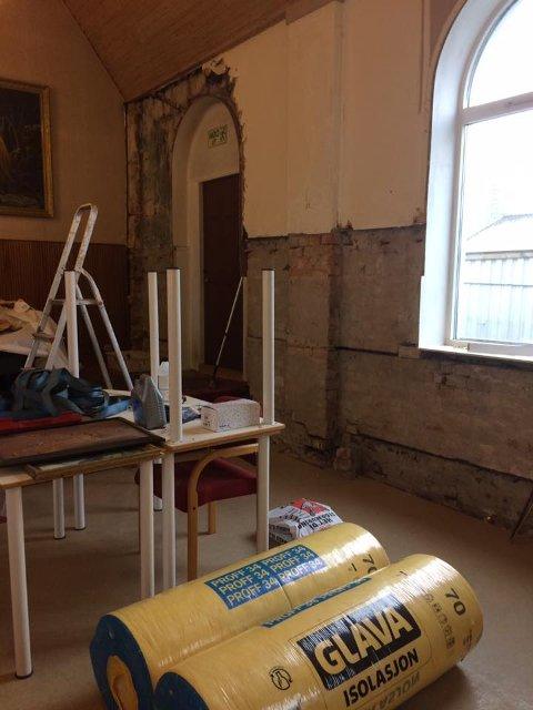 Kirkerommet: Arbeidet i salen er godt i gang, men Varmestua trenger fortsatt mye hjelp.