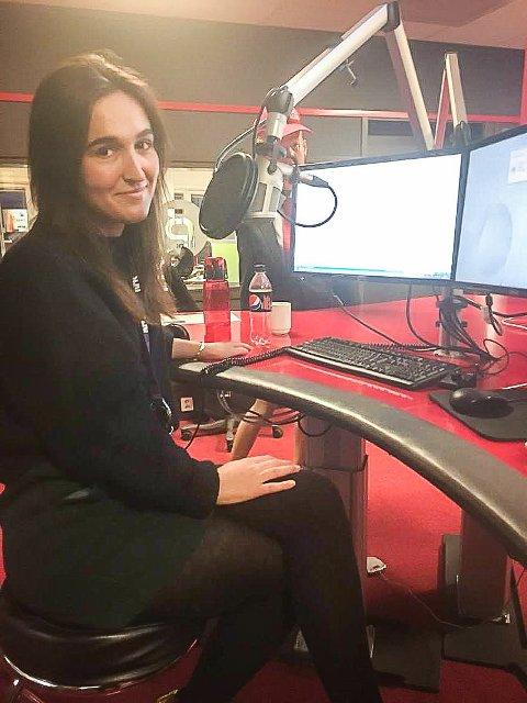 DEBUTERTE: Adelina og medprogramleder Vida Lill Berge hadde sin første sending på mandag.