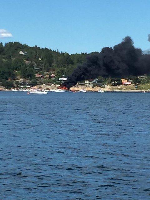 Båten ligger like ved land. (Foto: Mats Jørgen Strand)