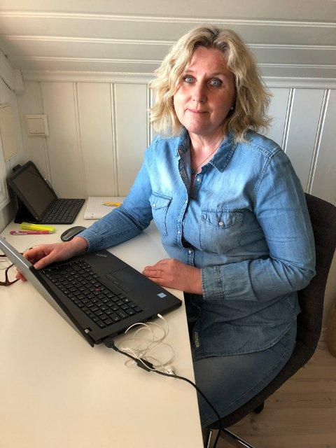 HJEMMEKONTOR: Kate Lande Skaar koordinerer arbeidsgruppen fra sitt hjemmekontor.
