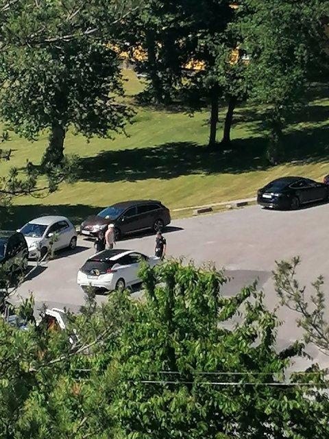 FIKK BØTER: Syv bilister fikk bøter for parkering i snuplassen på Bukkholmveien ved Ullerøy leirskole sist helg.