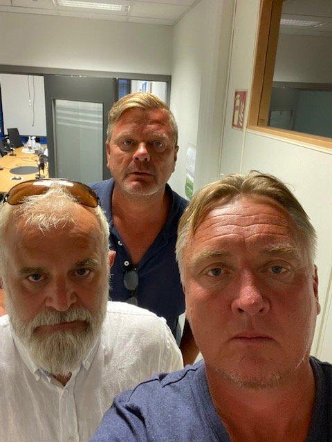 """Øisten Veberg (f.v), Bjørn Inge """"Bingen"""" Nilsen og Petter Kalnes var ikke imponerte etter Sarpsborg 08s innsats mot Mjøndalen."""