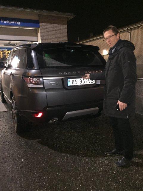 Geir Diesen opplevde at bakluka på hans Range Rover Sport åpnet seg under en bilvask på en bensinstasjon.