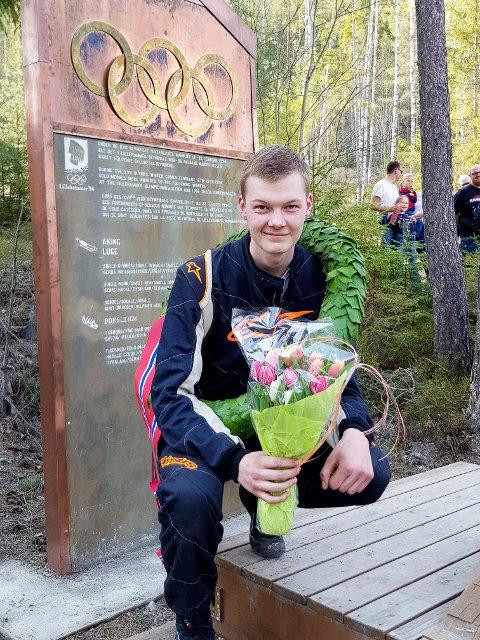 TIL TOPPS: Sander Engsvik (18) fra Ørje og NMK Aremark overrasket seg selv og mange andre, da han søndag ble norgesmester i bakkeløp med bil.