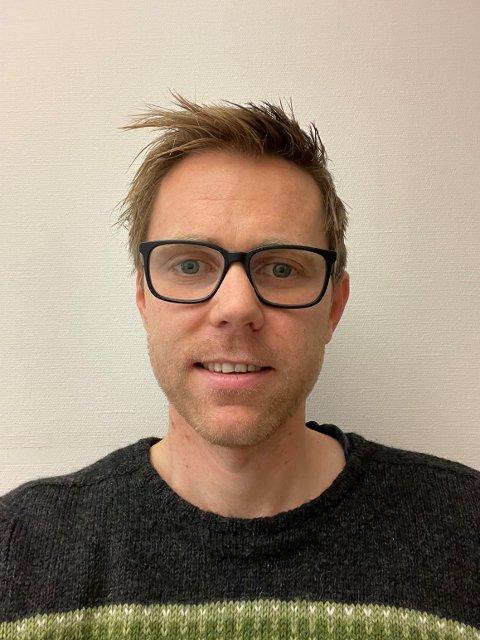 ENDRING: Avdelingsingeniør Martin Slåttøy Aasheim i renovasjonsenheten i Steinkjer kommune varsler utbytting av søppeldunker til uka.