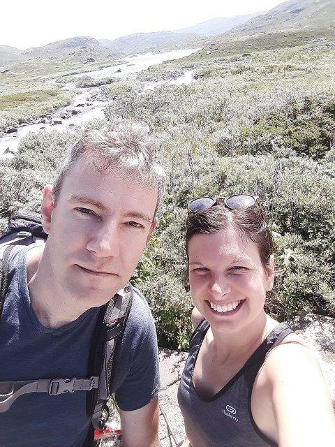 AKTIVE: Geert og Sara er glade for at dei valde å reisa til Noreg på bryllaupsreise. (Foto: Privat)