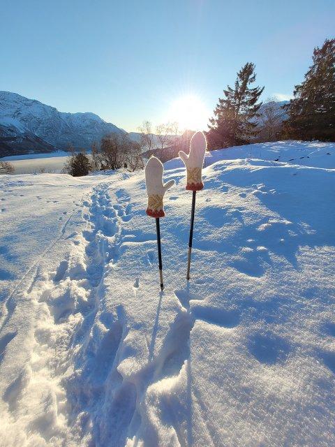 FINT OG KALDT: Det blir mange sjansar til å knipsa slike fine vintermotiv dei neste dagane, som her frå Luster.