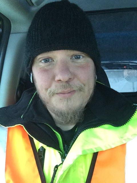 PÅ JOBB: Kristian Petersen, jobbar som trafikkdirigent for BergKvam as.