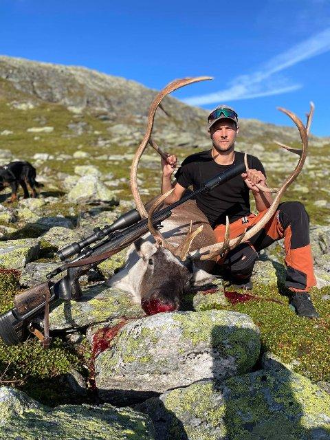 KNALLDEBUT: Asbjørn Wold felte sitt første storvilt måndag.