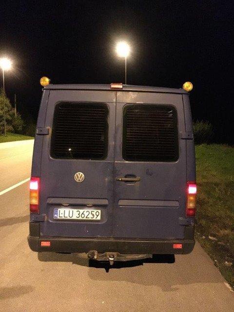 Dette er en av bilene det nå letes etter. Tips kan rettes til politiet på 02800.
