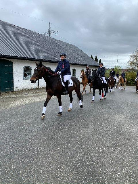 Soma rideklubb og Soma ryttersportsklubb laget sitt eget hestetog.