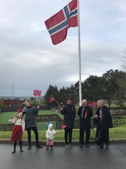 Flagget vaier ved Dysjaland skule.