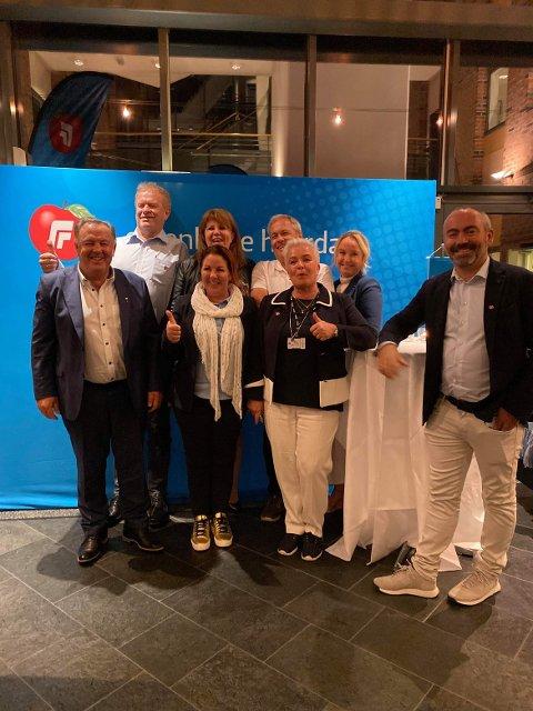 Tom Henning Slethei (t.h.) med partikolleger på valgvaken hos Seabrokers.