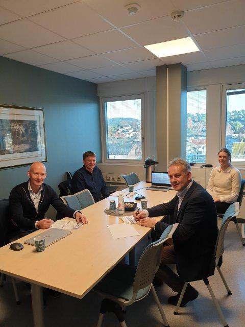 Fra venstre avdelingsleder Torgeir Wiig i Veidekke AS, driftsleder Jan Tore Grande i Grande Entreprenør, prosjektleder Ingunn Ramdal i Steinkjerbygg og administrerende direktør Bjørn Kalmar Aasland i Steinkjerbygg.
