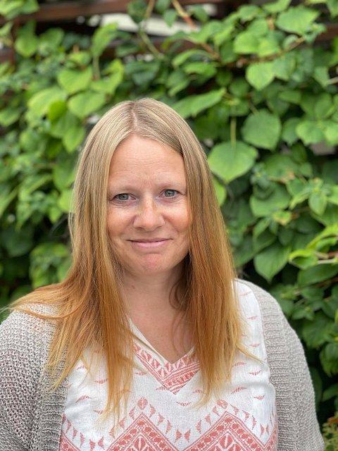 Bente C. Bostrøm i Drammen Sanitetsforening forteller at de ønsker å starte opp fritidstilbudet «Sisterhood» for unge jenter i Svelvik.