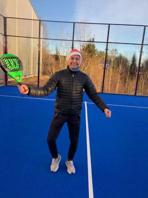 – Vi spilte også på julaften, det har i det hele tatt vært et stort trøkk gjennom vinteren, sier lederen i Svelvik Tennisklubb, Audun Kleven.