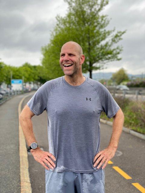 LIVET SMILER: Etter mange tøffe år smiler livet til Thomas Stordalen - og han smiler tilbake!
