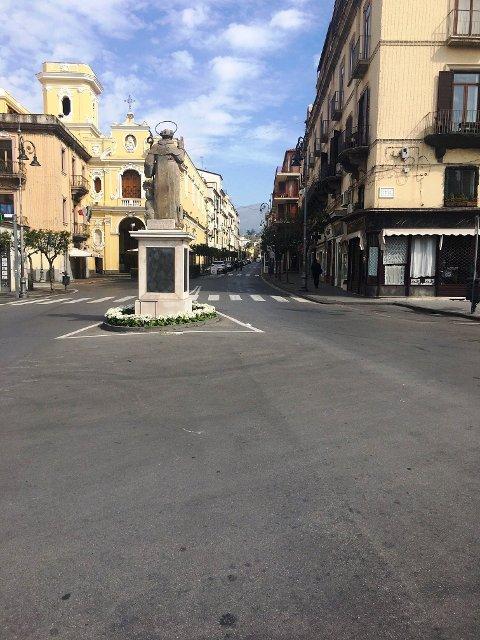 TOMME GATER: En i administrasjonen i den italienske byen Sorrento har sendt en hilsen til administrasjonen i Skien. Bilder fulgte med fra Sorrento. Slik ser det ut nå i den ellers så travle byen.