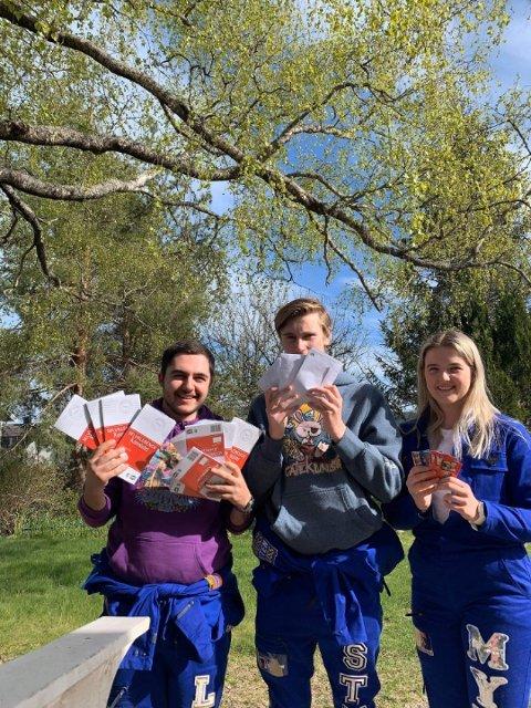 GLEDER: Levon Tadevosyan, Halvor Stub-Jakobsen, Marie Myhra er russ i år og fant en ny måte å glede å barn med russekort.