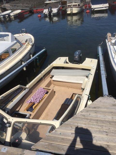 STJÅLET: Jan-Henry Fosstvedts båt ble stjålet fra gjestebrygga på Stathelle denne uken. Noen dager senere lå den fortøyd på en privat plass på Stoa i Langesund, tømt for masse utstyr og eiendeler.