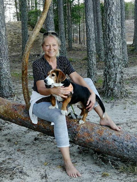 FAMILIEHUND: - I tillegg til å være jakthund er Luna en super familiehund, sier Aase Øksland.