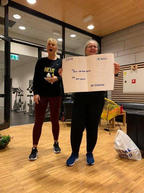 OVERRASKET: Monica de Silva Linddalen og Marit Omland ble virkelig overrasket over pengeinnsamlingen.